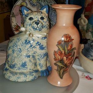 Vtg porcelain cat and vase.$12 for both